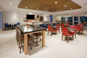 Holiday-Inn-Breakfast-Seating-Area